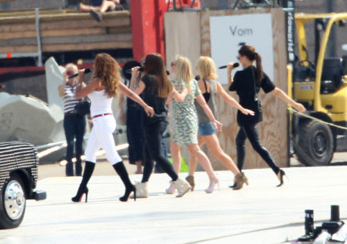 suicideblonde:  The Spice Girls rehearsing for the Olympic Closing Ceremonies, August 9th