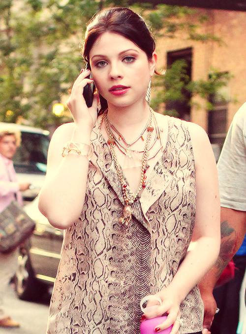 Michelle Trachtenberg on the GG set | August 10, 2012