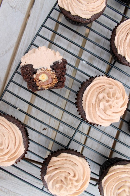 sarah-kurdi:  gastrogirl:  ferrero rocher chocolate cupcakes.    Posted by Reblog Lite for iPad    via Reblog for iPad