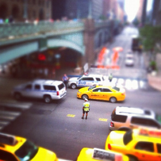 Hello down there #summerstreets #traffic #taxis #tiltshift  (Taken with Instagram at Grand Central Terminal)