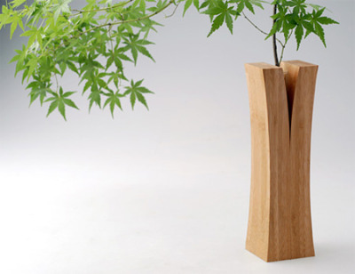 Split Wood Vase Creative vases from the Laminated Bamboo Lumber Project by Japanese design collective Teori.