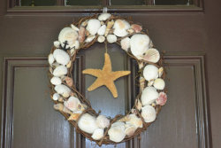 Seashell Wreath - DoorDesignsByD on Etsy