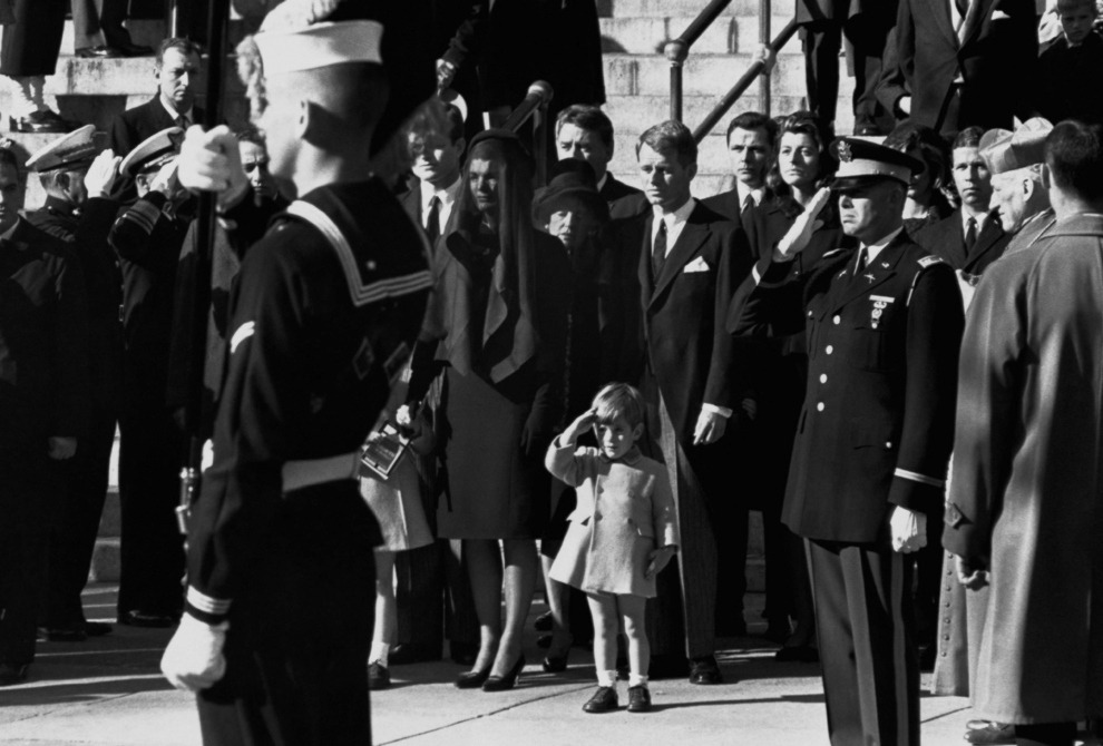 silfarione:  20 Most Powerful Photographs Ever Taken : #1 John F. Kennedy Jr. salutes his father's coffin along with the honor guard at St. Matthew's Cathedral on November 25, 1963. Photo by Stan Stearns.