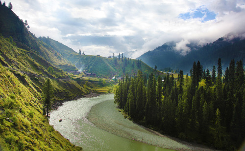 definitelydope:  neelam valley 3 (by javedchawla)