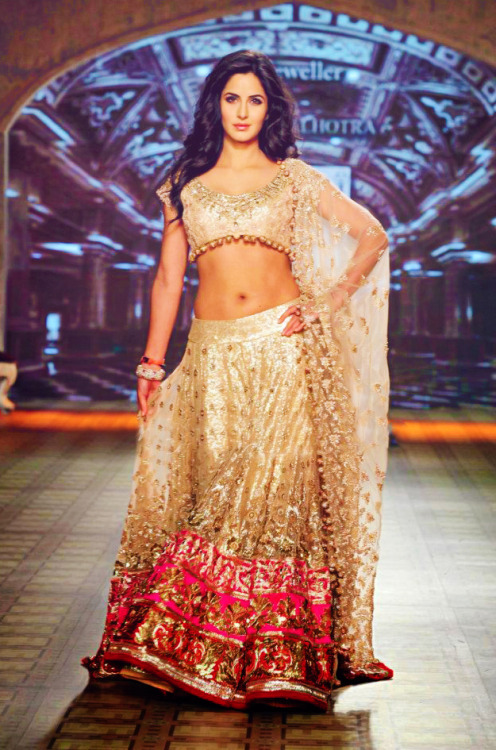 Katrina Kaif walks the ramp for Manish Malhotra at Delhi Couture Week   Seriously? I don't even like her but omg hi