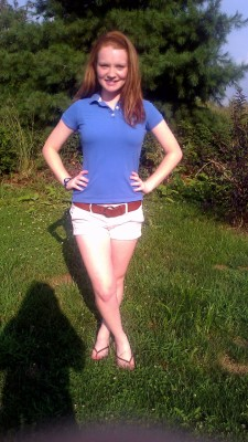 OOTD: preppy chic  Shirt and belt: Hollister Shorts, headband and shoes: American Eagle Watch: vintage Necklace: handmade by a friend :)