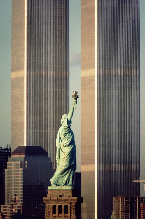 process-vision:  Statue of Liberty & WTC
