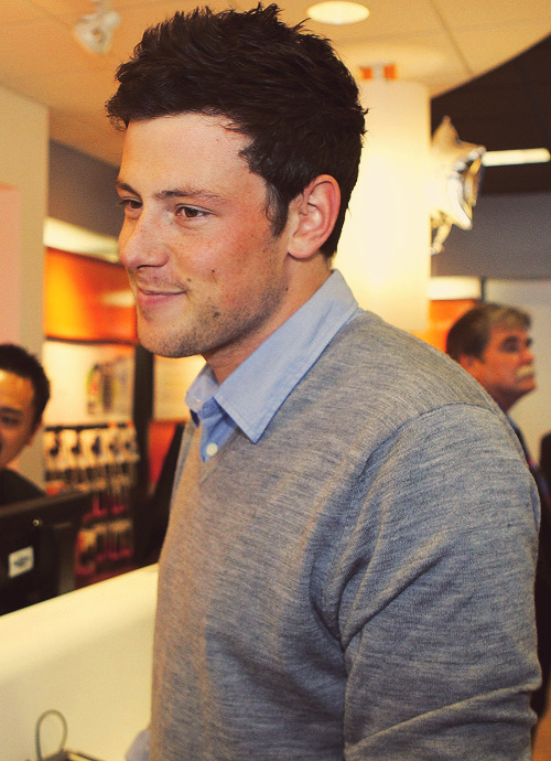 78/100 pictures of Cory Monteith