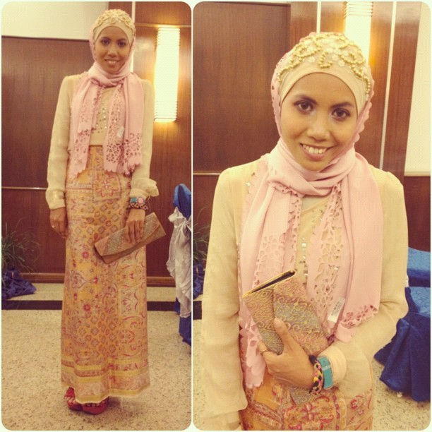 WIWT: beaded scarf worn as inner from SugarScarfbyRiqa.com cc @eyqasulaiman / laser-cut scarf gifted by @mas_angelina / top from @shopsptnkswthrt / silk skirt gifted by @natashahudson / red polkadot heels (same as worn in the day, photo taken earlier) from @calaqisya cc @hentakbelipat #wiwt #ootd #chichijab #islamicfashionistas  (Taken with Instagram)
