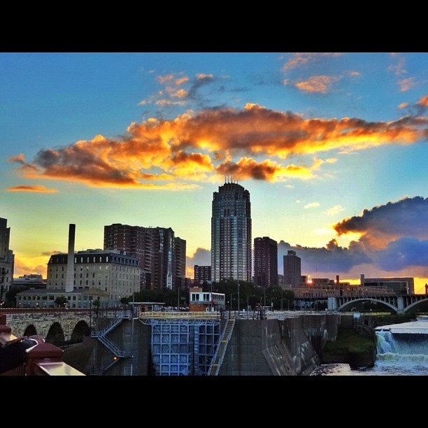 #clouds #cloudporn #buildings #sunset #dusk #goldenhour #mpls #minnesota #minneapolis #twincities #igers #instagood #picoftheday #photooftheday  (Taken with Instagram at MPLS)