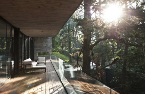 What I'd give to enjoy a morning coffee on this balcony. (via Stunning Design for a House in Guatemala)