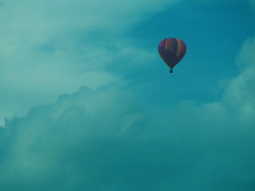 Hot Air Balloon on Flickr. I was talking on the phone outside and I saw a hot air balloon so I ran back inside to grab a camera to take pics of it because that's something I always wanted to do