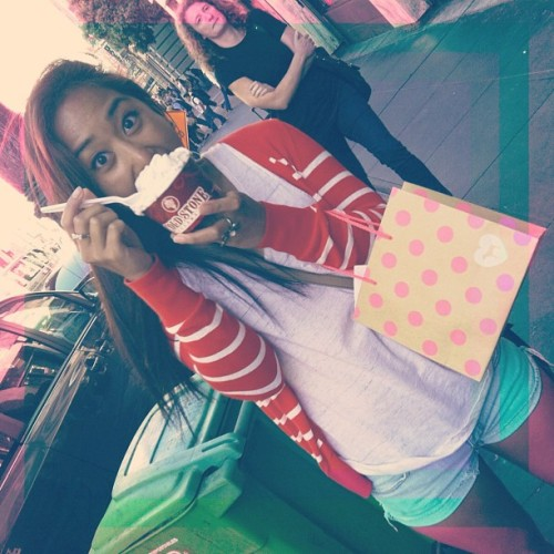 #SF #ColdStone #PINK #LIVEINWHATYOULOVE #VC #VictoriaSecret  (Taken with Instagram at Powell, SF)