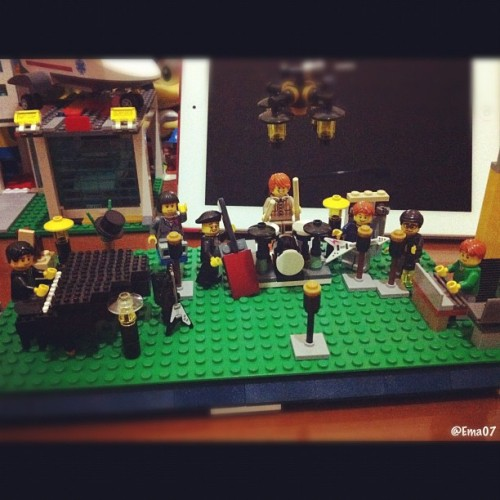 Hugh Laurie and The Copper Bottom Band concert experience through Lego! #lego #legography #legostagram #minifigure #concert #hughlaurie (Taken with Instagram)