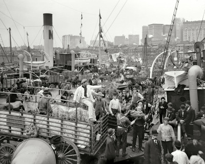 "Banana Boat: 1906 Circa 1906. ""Banana docks, New York."" An interesting cast of characters. 8x10 inch dry plate glass negative, Detroit Publishing Company. View full size -shorpy"