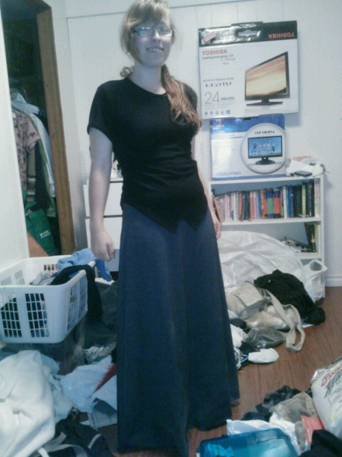 Aradia cosplay progress! Just finished hemming the shirt, still gotta paint it… next I should rip up the skirt