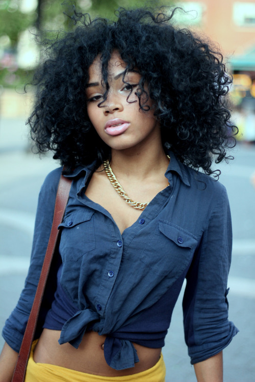 aagdolla:  Aaliyah Dont you love a girl with curly hair :) by aagdolla