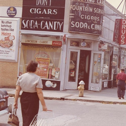 theswinginsixties:  A 1960s Brooklyn street scene.  It still rings true today: no other ketchup tastes like Heinz.