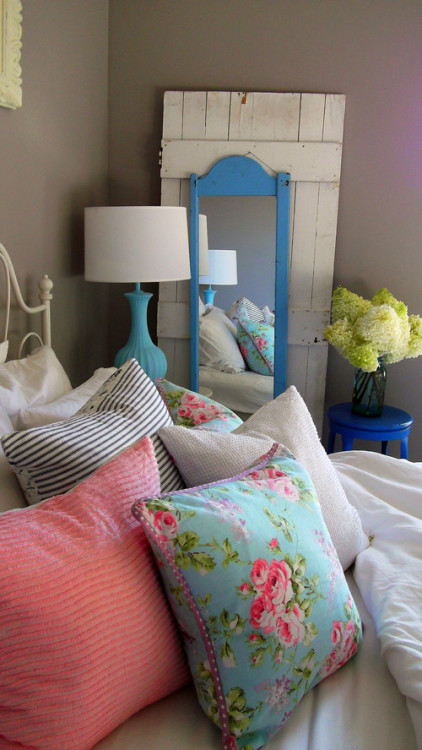 homeandinteriors:   Vintage bedroom inspiration