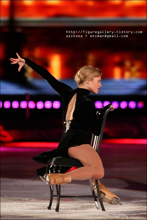 beautiful-shapes:  Shae-Lynn Bourne Ice All Stars 2009