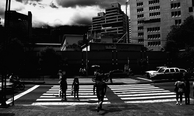 cruza tiempo on Flickr.a priori Caracas @FiverWeed twitter / flickr / blogger / tumblr