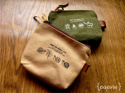 Simple Life Pouch Designs:  Timber | Olive  Dimension: 12(W)*9(H); Base: 9(L)*3(W) These are really nice and  simple pouches with plenty of delightful subtle details that go into the design Great for carrying coins and cards! Comes in a nice transparent box for packaging   SGD$6.00 each  Detail: