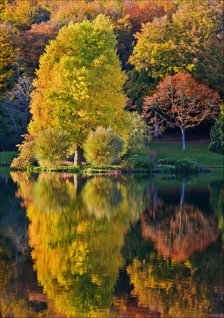 visitheworld:  Reflections of autumn at Stourhead Gardens, Wiltshire, England (by Phil Selby).
