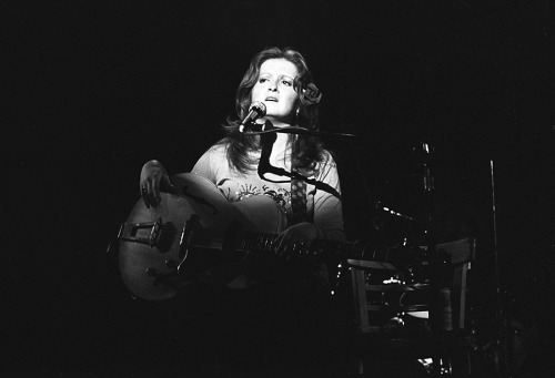 Bonnie Raitt. Slipstream View Post shared via WordPress.com