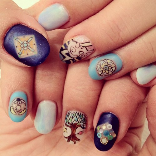 hana4art:  save our earth #nail #nails #nailart #nailartclub #paintart #art #arts #handpaint #tree #earth #blue #ネイル #ネイルアート #手描きネイル #hana4 (Instagramで撮影)