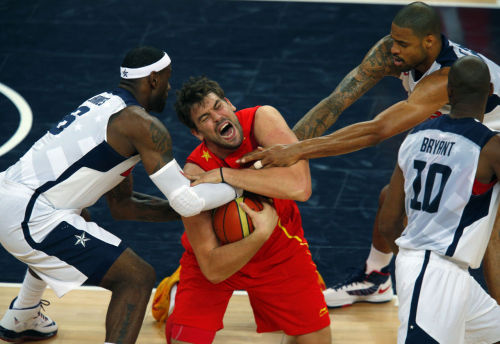 Non football post: Poor@MarcGasol! LOL