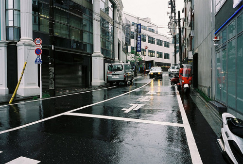 sleeplessjapan:  shibuya > daikanyama by yongseok -_- on Flickr.
