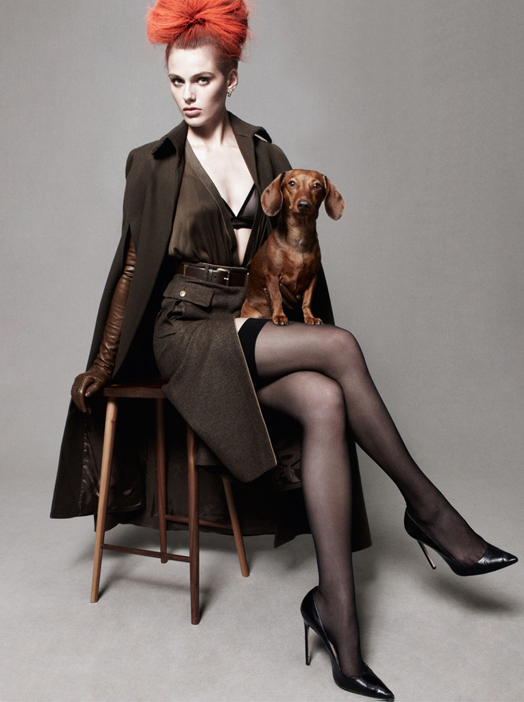 Madison Headrick, Teckel and stockings. Nice combination. Vogue UK august 2012.