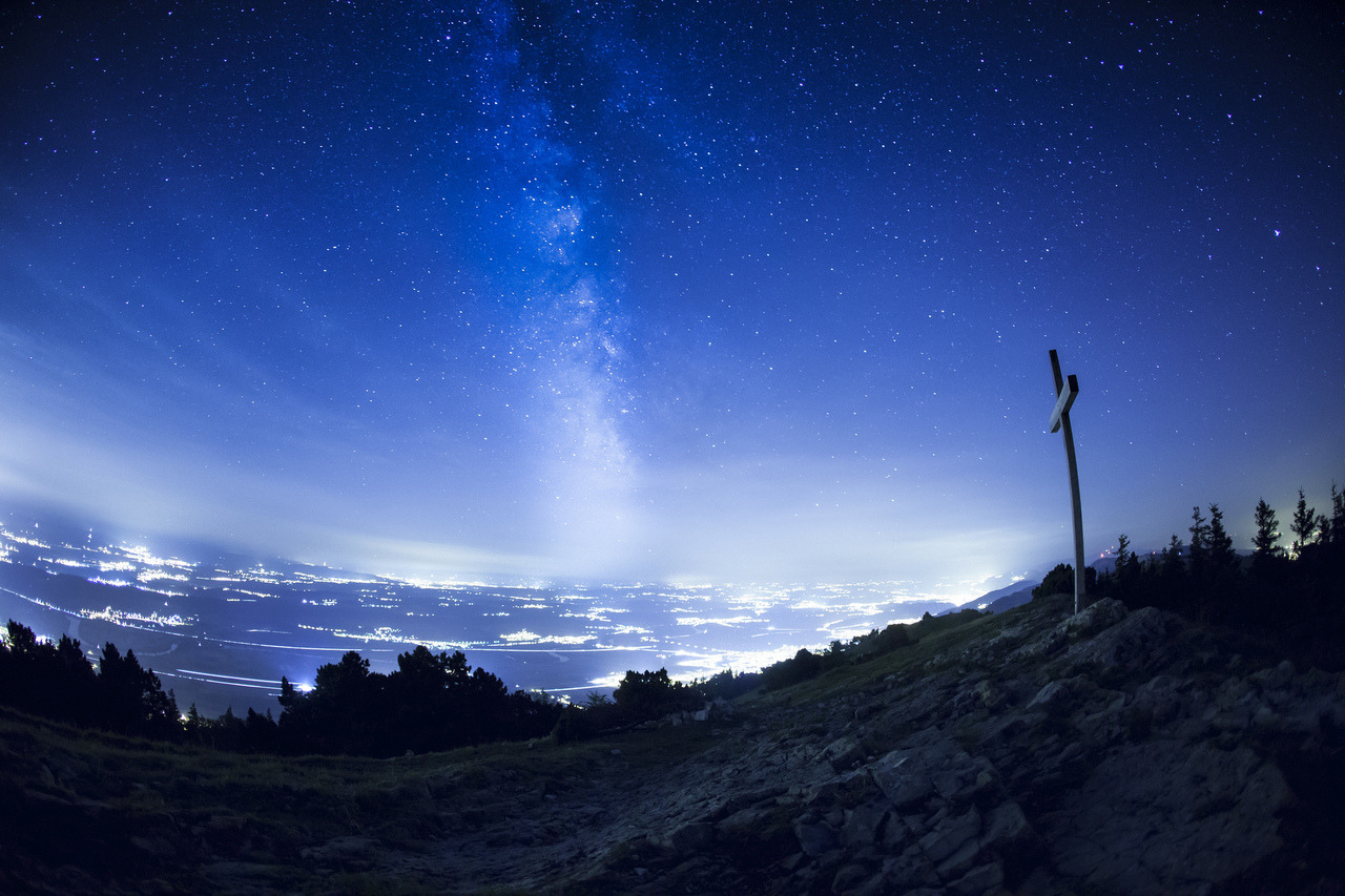 A fistful of starsStarry sky over the Swiss Plateau seen from the Hasenmatt (1445m), located north of Grenchen and Solothurn.