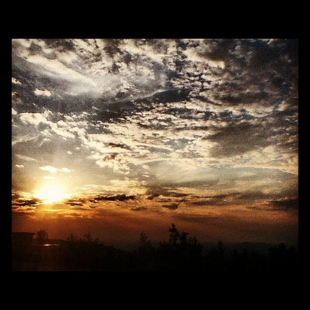#sun #cloud #sunrise #picture #amazing O_O (Scattata con Instagram)
