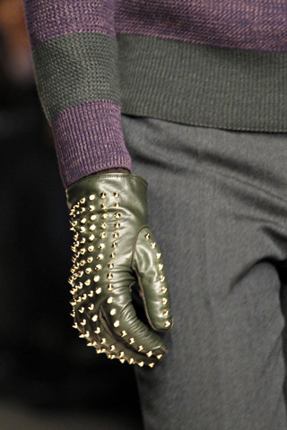 Burberry studded gloves facebook.com/GentlemanF