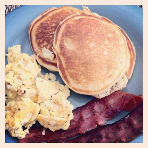 Best breakfast! Banana pancakes, turkey bacon, cheesy eggs. Yum #breakfast #foodporn #homecooked (Taken with Instagram at Metro @ Showplace Square Large Courtyard)