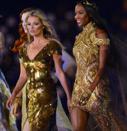 bitchiethoughts:  modelsofcolor:  Naomi & Kate Moss in the 2012 Olympics closing ceremony.   Naomi better had hide those edges