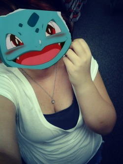 i-eat-chyer-babiezz:  My boyfriend likes to say I look like a bulbasaur so I made him this lol.  ahahahaha I can't stop laughing.