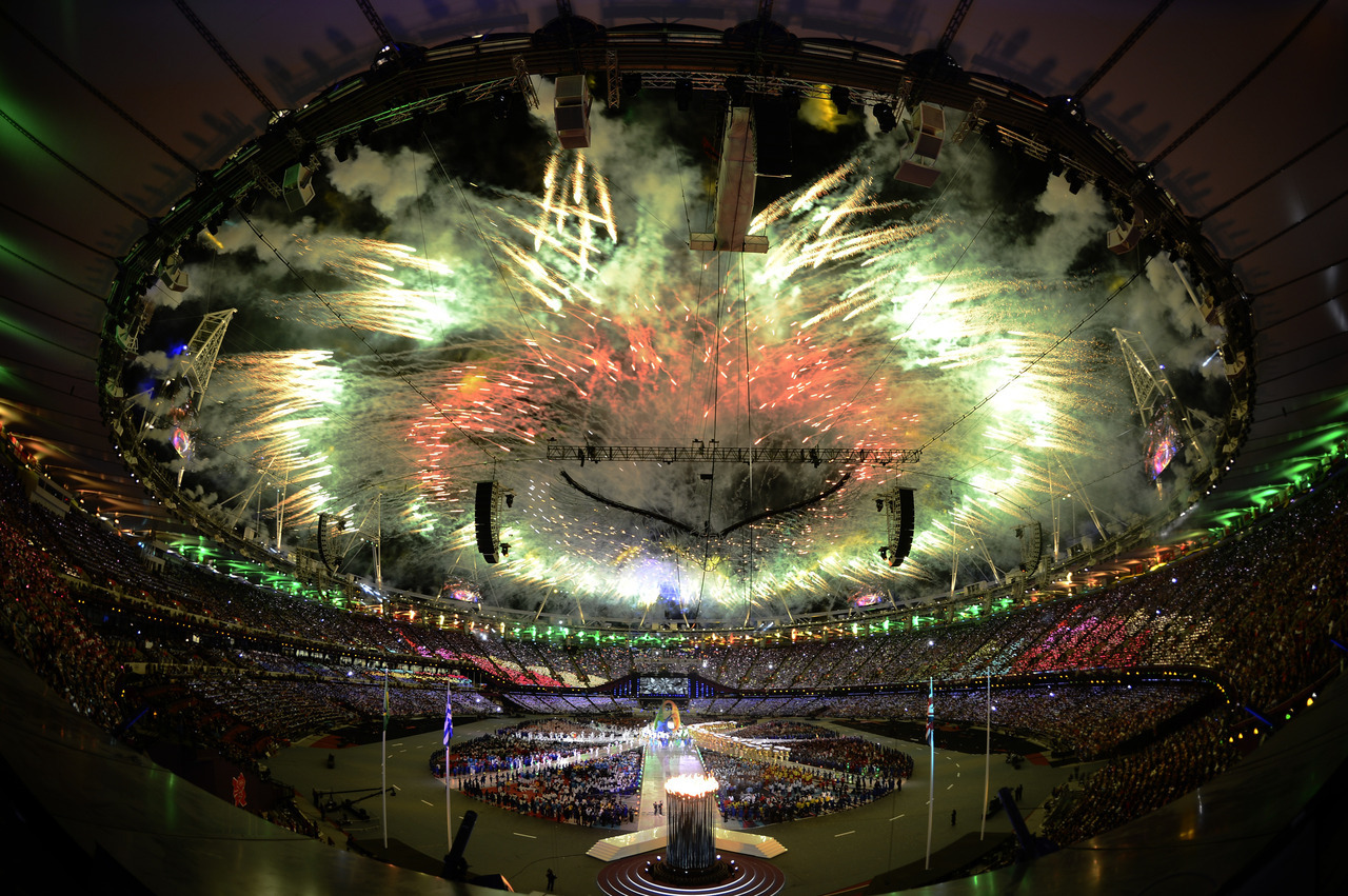 Fireworks explode over the Olympic Stadium during the closing ceremony of the London 2012 Olympic Games August 12, 2012. [REUTERS/Dylan Martinez]