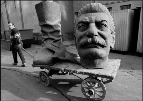 collective-history:  Dismantled statue of Stalin in Budapest, Hungary ca. 1990. Ferdinando Scianna