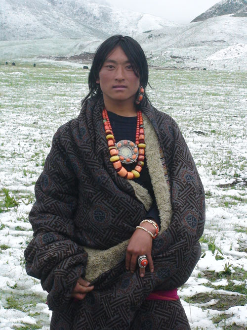 universalbeauty:  Tibetan man, wearing Tibetan jewellery and ethnic dress.
