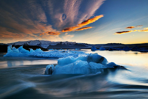 40008km:  -horrocrux:  Blue Dolphin (by Iceland Aurora (Photo Tours))  (via imgTumble)