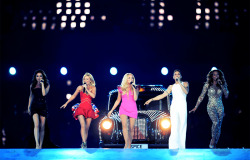 olympicsusa:  Spice Girls at the 2012 London Olympics Closing Ceremony ———- I'm not gonna lie Spice Girls were the most exciting for me! I grew up listening to them