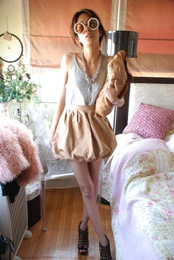 Currently in love with this brown leather skirt. (by Ployy Boonyatee)