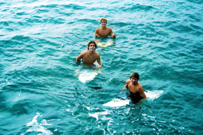 radical-wavess:  the-billabong-kid:  indie surf skate ocean   Queued :)