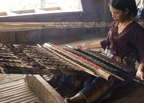 Ate Liw, a T'boli woman dream weaver, makes a living out of weaving T'nalak. They say that to weave, the woman has to dream the design and so every strand tells a story. The t'nalak is then called the fabric of woven dreams.