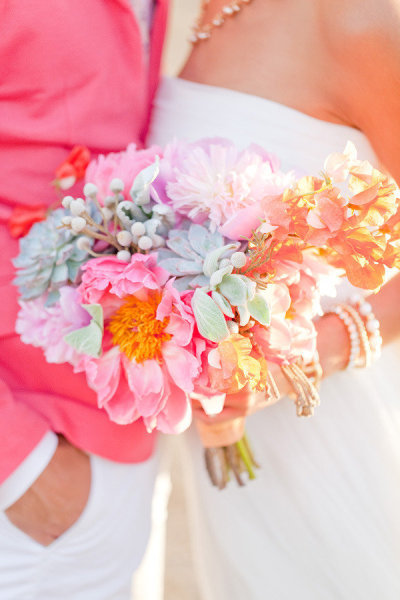 Source: Style Me Pretty Photo: Ben Q. Photography Un bouquet du lundi fou, osé, qui pétille! Belle semaine à vous…