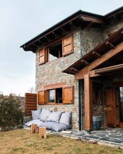 bella-illusione:  Contemporary Cozy Mountain House