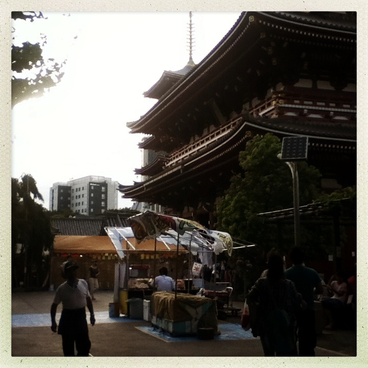 Hōzomon and stall, Asakusa.
