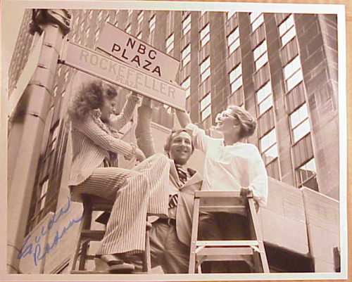 fuckyeahjanecurtin:  Gilda, Lorne and Jane Putting up NBC Plaza Sign.